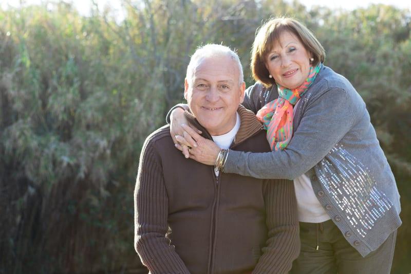 una pareja que seleccionó a Adam Bullock para ser su administrador probast y de confianza